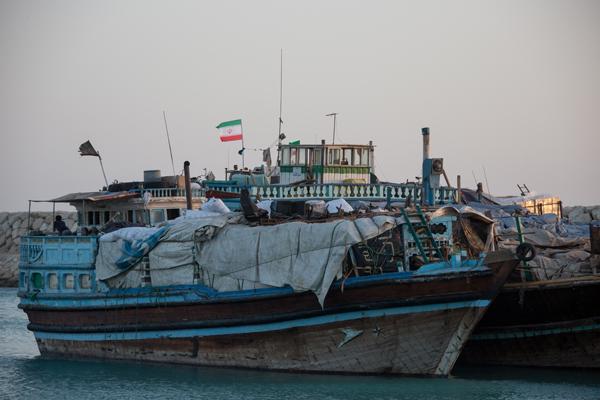 کشف کالای قاچاق از یک فروند لنج تجاری در بندرعباس
