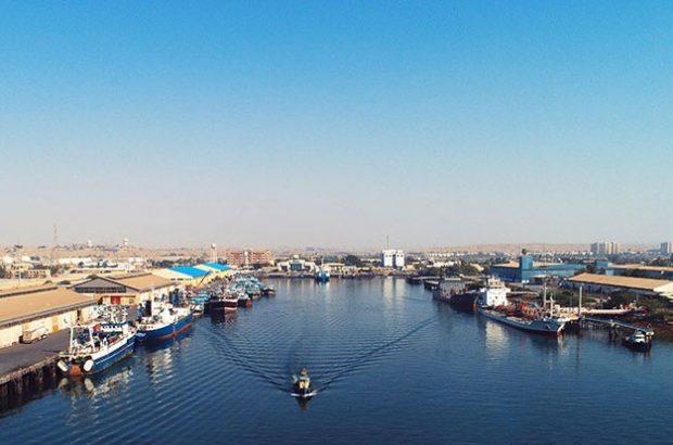 آغاز لایروبی کانال ورودی بندر شهید باهنر