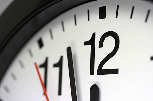 ساعت رسمی کشور ۳۰ شهریور به عقب کشیده میشود