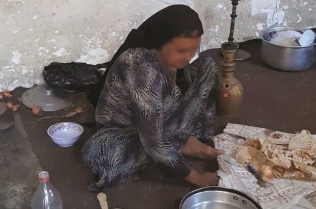 سیمای پر چین یک مادربزرگ در محلهای فقیرنشین